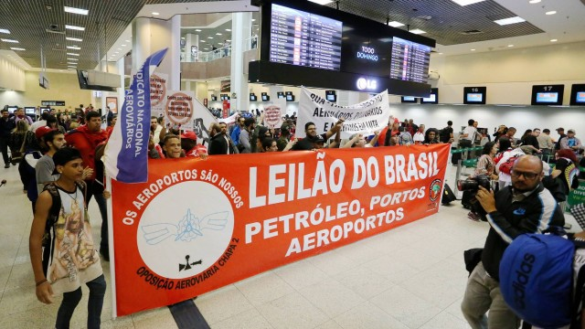 Manifestantes ocuparam o saguão do Aeroporto Ssntos Dumont