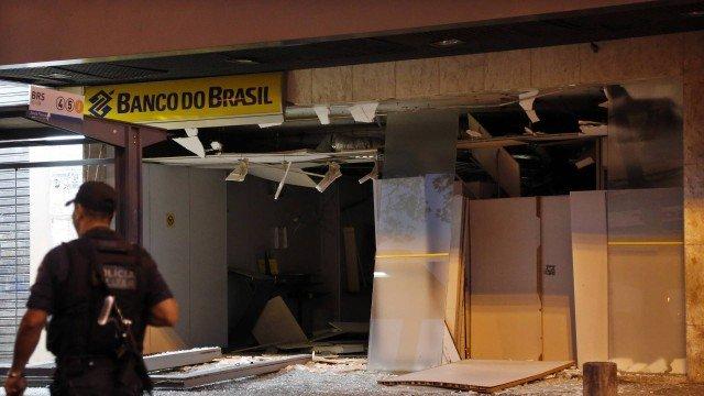 Criminosos explodem agência bancária em Vila Isabel e trocam tiros com a PM