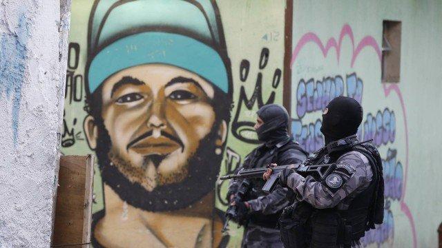 Chefe de inspetor morto em Acari, delegado da Dcod escreve carta afirmando que Rio está em guerra