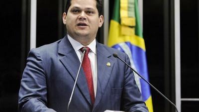Alcolumbre defende leis que reduzam dependência de municípios da União