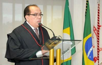 STJ condena desembargador  a perda de cargo e prisão