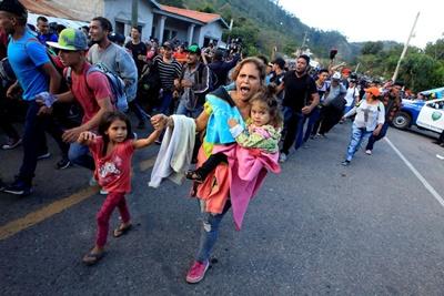 Tribunal suspende política de Trump sobre asilo