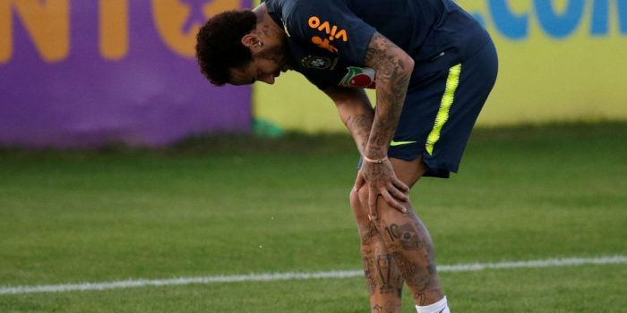 Neymar sente desconforto no joelho em treino da seleção