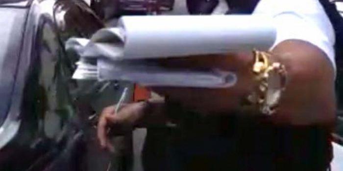 Vídeo: guarda municipal dá tapa em celular de motorista que o filmava na Lapa