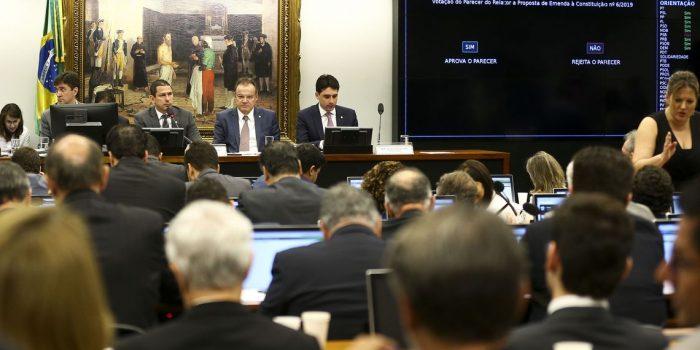 Comissão aprova parecer do relator da reforma da Previdência