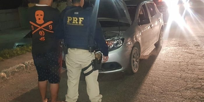 Homem é preso com carro roubado na Dutra