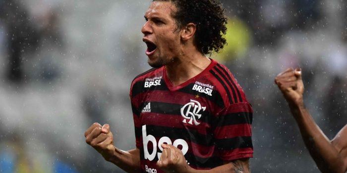 Ex-dirigente do Flamengo rasga elogios a Willian Arão: 'É jogador de Europa'