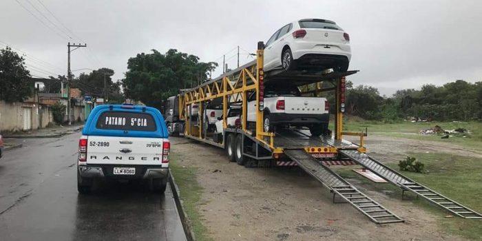 Policia militar recupera  caminhão-cegonha roubado na Dutra