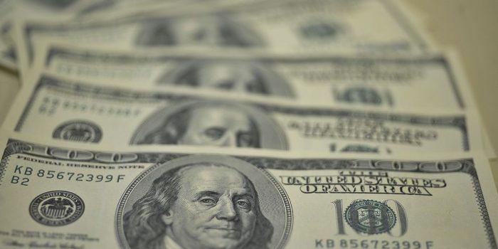 Dólar permanece estável na Argentina após controle cambial