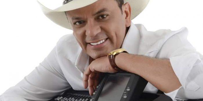 Frank Aguiar se apresenta no Centro de Convivência Nordestina, em Nova Iguaçu