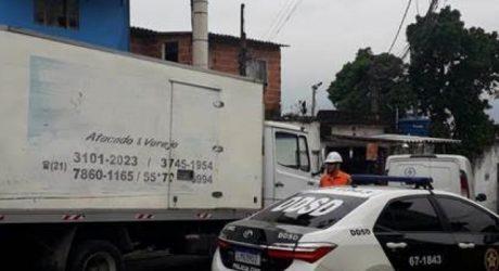 Light e Policia Civil encontram desvio de energia em fábrica de gelo de Nova Iguaçu