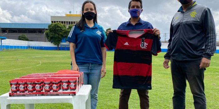 Flamengo entrega kits ao Itaboraí Profute