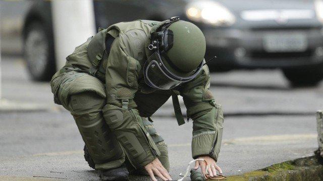 Granada é encontrada por moradores e detonada pelo Esquadrão Antibombas em rua de Niterói