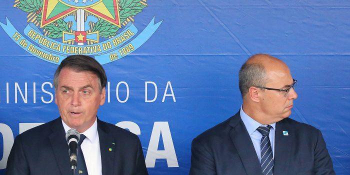 Bolsonaro provoca Witzel após afastamento do governador: 'Rio está pegando'