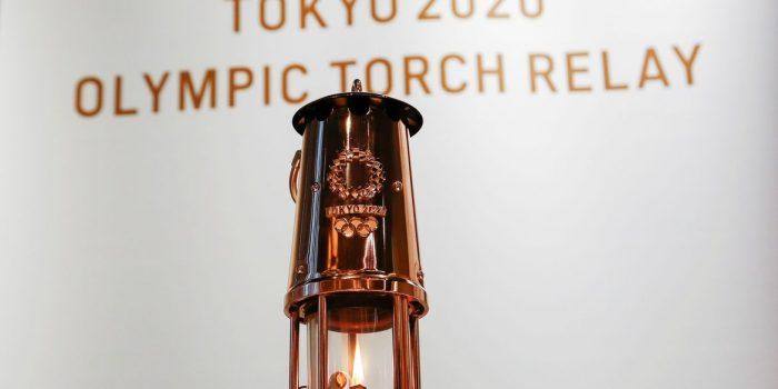 Chama olímpica passa a ser exibida em Tóquio como símbolo de esperança