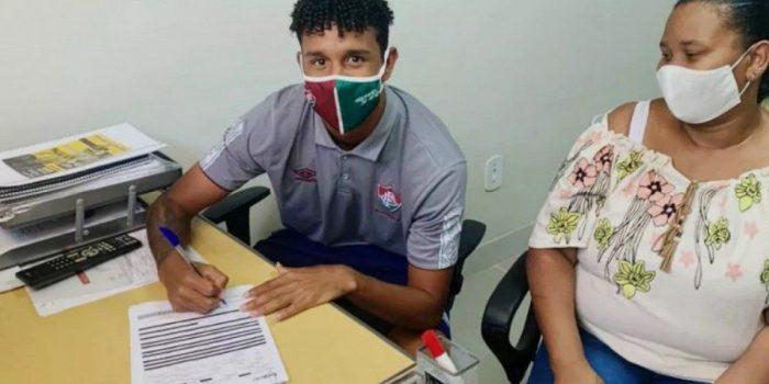 Com multa de R$ 270 milhões, atacante renova com o Fluminense