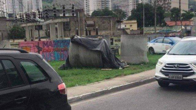 Casal Morador de rua é encontrado morto a tiros na via Light  em Nova Iguaçu