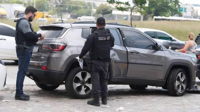 Motorista é baleado após entrar por engano com carro em comunidade por indicação de aplicativo
