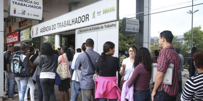 Pedidos de seguro-desemprego caem 16,9% em outubro