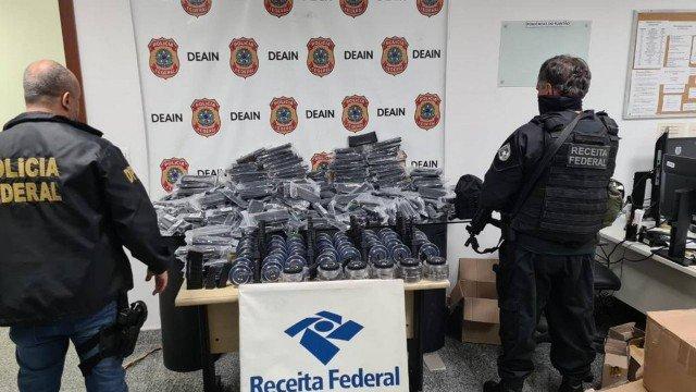 Quase 500 carregadores de fuzil e pistola são apreendidos na Zona Norte do Rio