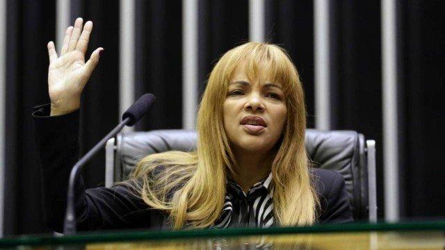 Relator do processo de cassação contra Flordelis vota pela perda do mandato