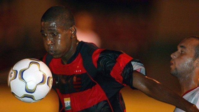 Ex-Flamengo e Santos, atacante Diogo morre em acidente de moto no Paraná