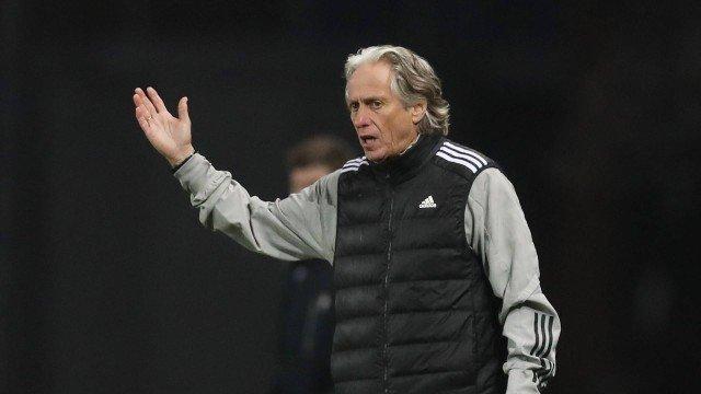 Empresário de Pedrinho revela crise entre Jorge Jesus e jogadores do Benfica: 'Trata todos mal'