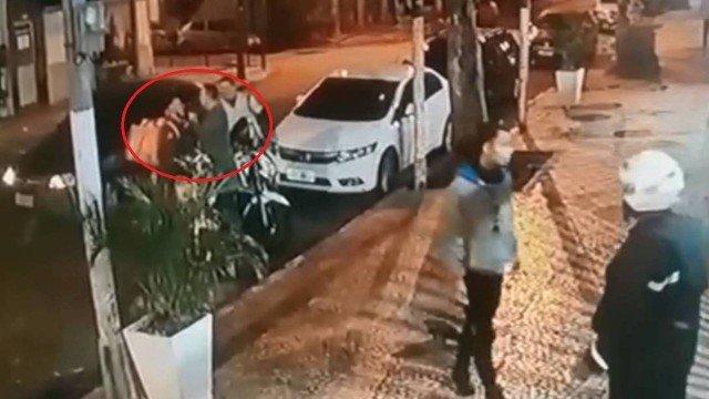 Delegado vira réu por ter apontado arma e agredido motoboy em Copacabana