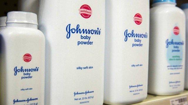Johnson & Johnson é condenada a pagar US$ 2 bi a mulheres que alegaram ter câncer por usar seu talco de bebê