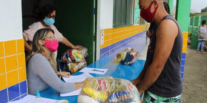 Japeri inicia a entrega dos kits merenda para alunos da rede municipal