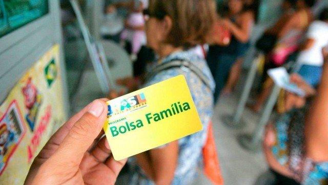 Governo envia ao Congresso Orçamento de 2022 sem reajuste no Bolsa Família
