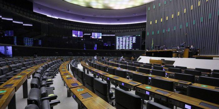 Câmara termina votação em primeiro turno de PEC que previa distritão