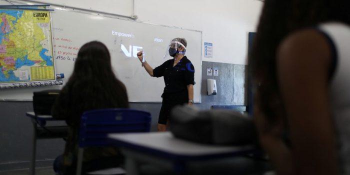 RJ: Sindicato diz que 49 escolas estão abertas com casos de covid-19
