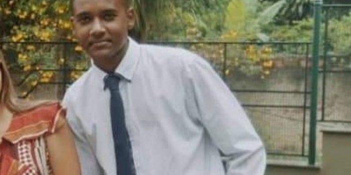 Familiares dizem que jovem morto no Complexo do Salgueiro voltava de pesca quando foi baleado; Armas de PMs serão periciadas