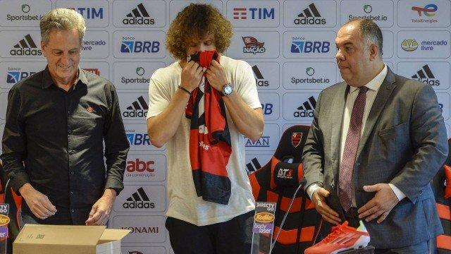 David Luiz reconhece influência da torcida do Flamengo em acerto: 'Peso grande'